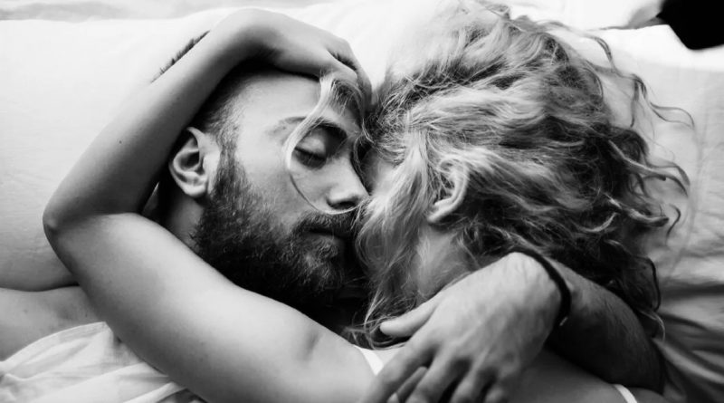 Here Are Seven Signs That Your Partner Loves You Unconditionally