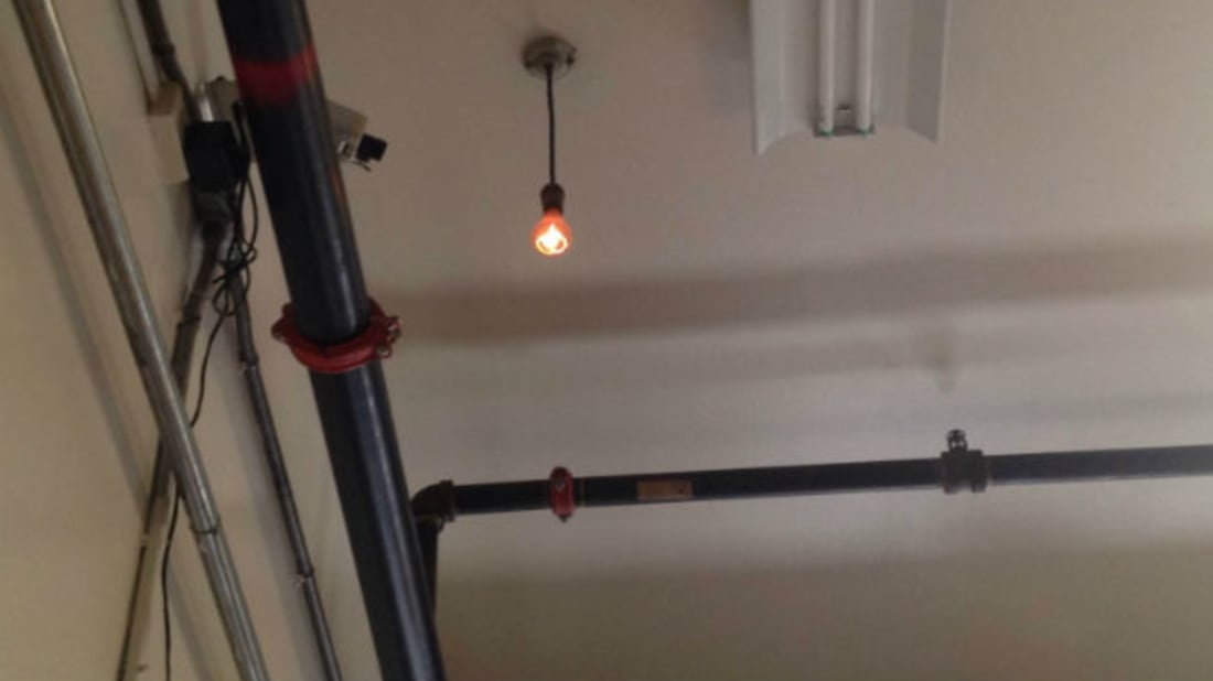 Continuously burning bulb